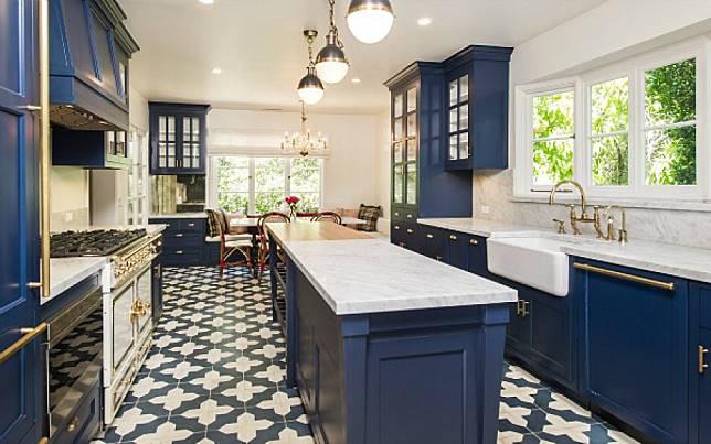 dapur warna navy